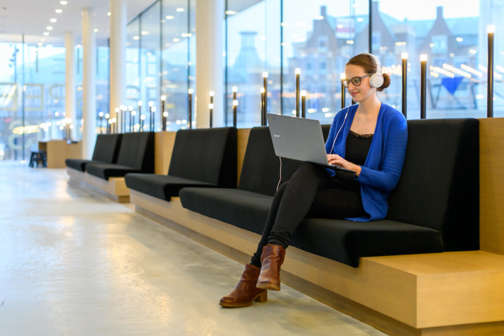 recruitment sanne op laptop